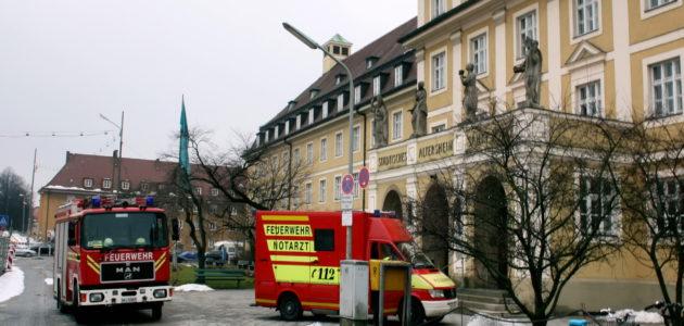 01_Feuerwehr_Notarzt_Einsatz_Lukiplatz